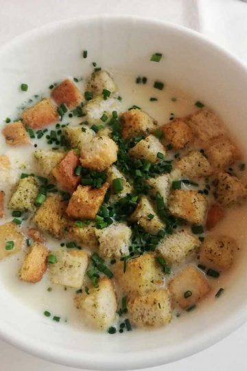 zupa grochowa, zupa krem z grzankami, zupa groszkowa z grzankami